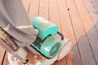 https://cf.ltkcdn.net/cleaning/images/slide/107729-849x565-Cleaning_Decks_2.jpg