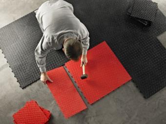 https://cf.ltkcdn.net/cleaning/images/slide/140323-600x450-Floor-Tiles.jpg