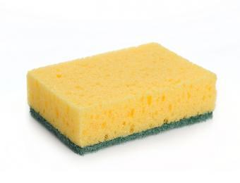 https://cf.ltkcdn.net/cleaning/images/slide/199416-668x510-Kitchen-sponge.jpg