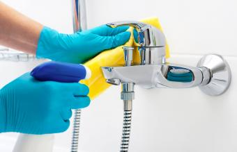 Cleaning Bathroom Mold With Bleach