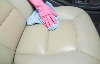 Cleaning leather car interior
