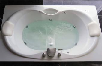 massaging jetted bathtub
