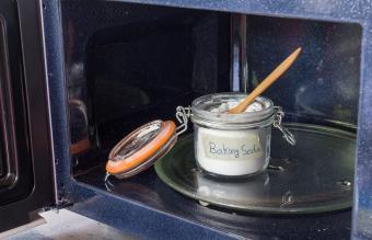 baking soda in the microwave