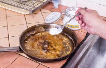Baking soda to remove burnt pan