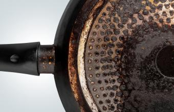 7 Tricks to Clean Burnt Grease Off a Frying Pan Bottom