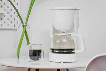 Cleaning a Coffee Maker With Vinegar in 5 Simple Steps