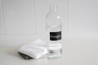 Cleaning With Vinegar: An Everyday Guide toa Spotless Home