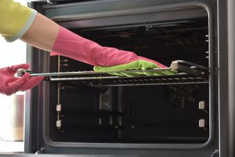 wipe oven rack with cloth