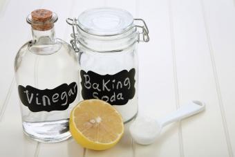 homemade drain cleaner baking soda and vinegar
