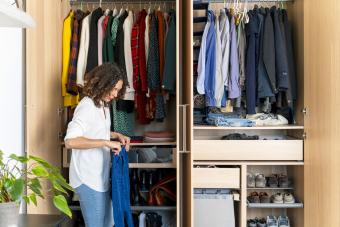 How to Organize Clothes and Quickly Streamline Your Space