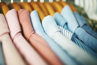 https://cf.ltkcdn.net/cleaning/images/slide/278576-850x567-shirts-on-wooden-hangers.jpg