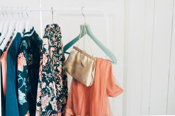 https://cf.ltkcdn.net/cleaning/images/slide/278578-850x567-clothes-hanging-on-rack.jpg