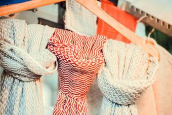 https://cf.ltkcdn.net/cleaning/images/slide/278594-850x567-scarfs-hanging.jpg