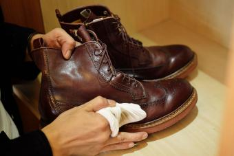 clean leather shoes with natural cleaner