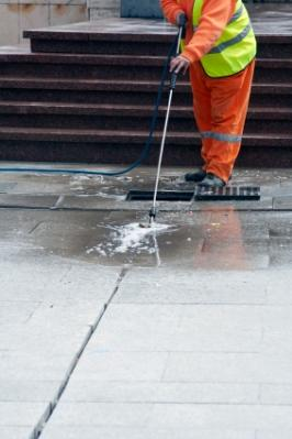 Aqueous cleaners for heavy duty grease