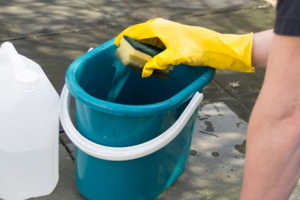cleaning outdoor tiles with sponge