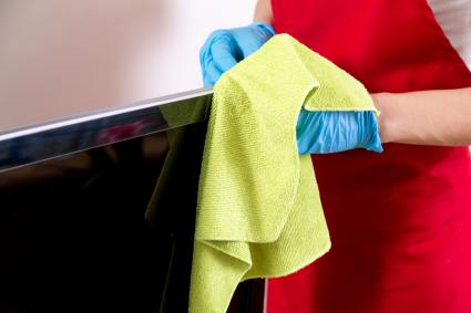 Cleaning a flat-screen TV