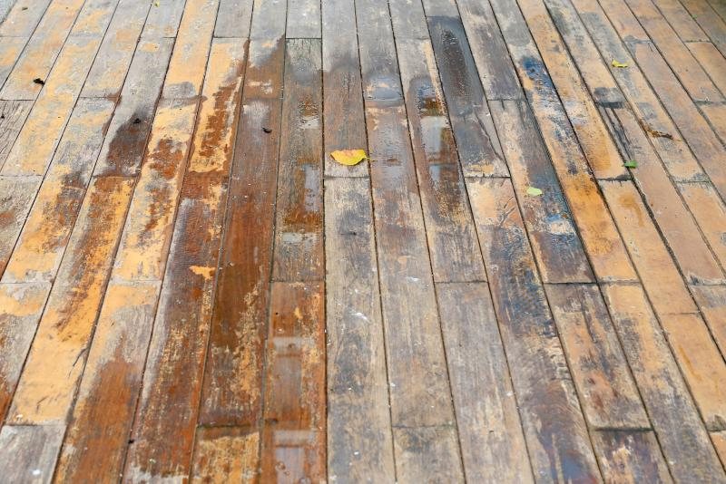 How To Remove Water Stains From Wood Lovetoknow - How Do You Remove A Watermark From Wooden Table