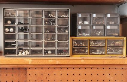 Workbench drawers with screws