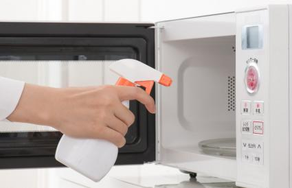 Cleaning of the microwave oven