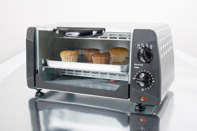 Household appliance-toaster oven