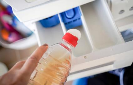 Putting vinegar in the washing machine