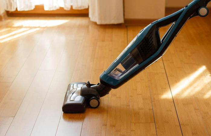 Vacuum cleaner cleaning bamboo floor