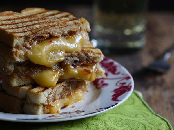 https://cf.ltkcdn.net/cocina/images/slide/218074-600x450-sandwich-con-crema-de-mani-y-cebolla.jpg