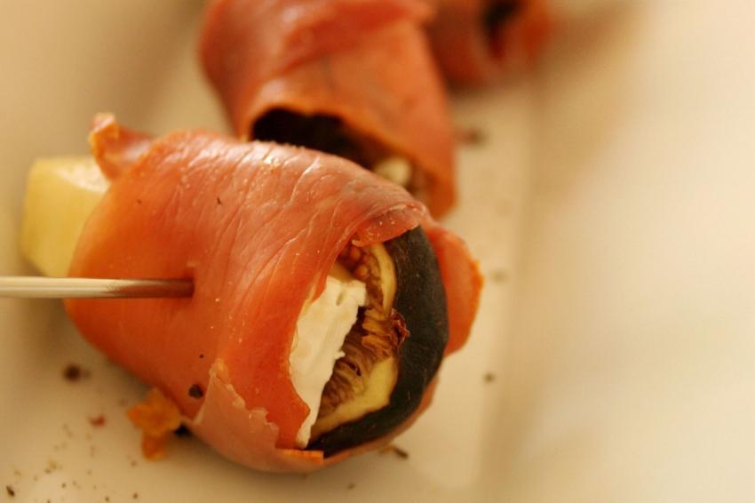 https://cf.ltkcdn.net/cocina/images/slide/218083-850x566-prosciutto-e-higos.jpg