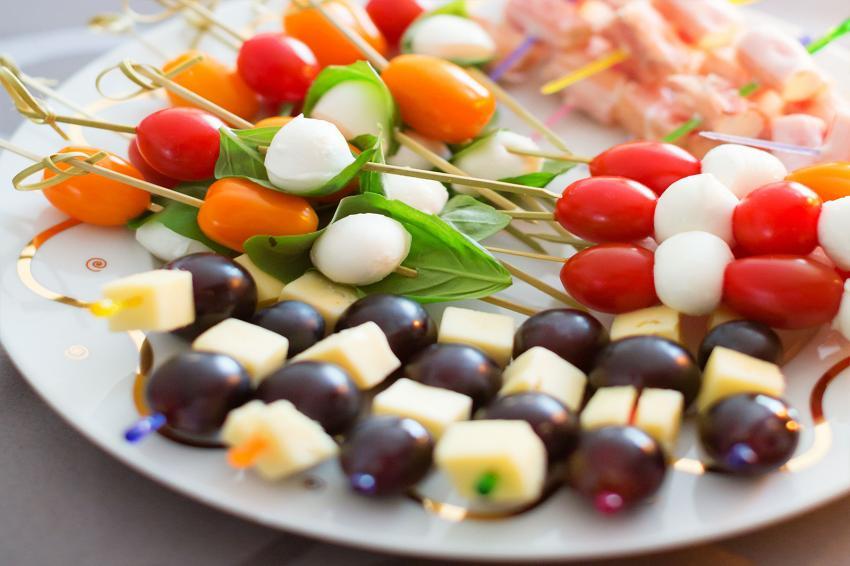 https://cf.ltkcdn.net/cocina/images/slide/218090-850x566-pinchos-elegantes.jpg