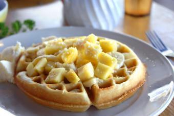 https://cf.ltkcdn.net/cocina/images/slide/226735-850x567-Coconut-waffles.jpg