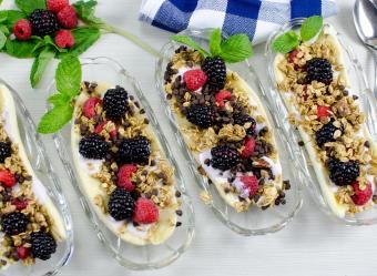 https://cf.ltkcdn.net/cocina/images/slide/226743-850x622-Breakfast-Banana-Split.jpg