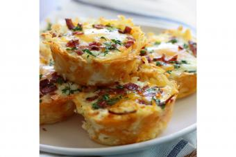https://cf.ltkcdn.net/cocina/images/slide/226779-850x567-Hash-brown-eggs-nest-with-avocado.jpg