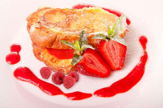 Pan francés al horno relleno de frambuesas