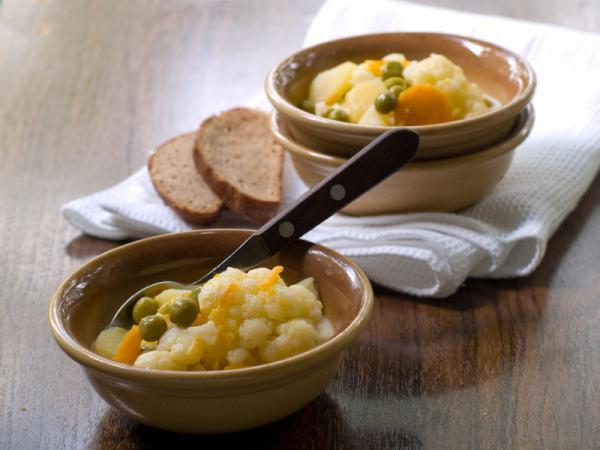 Sabrosa sopa de coliflor y apio