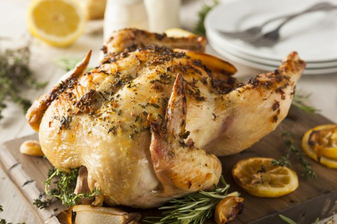 Un delicioso pollo asado listo para servir