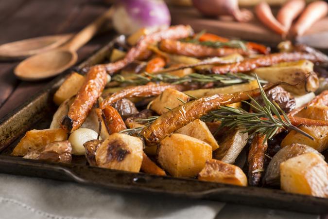 patatas asadas zanahorias y pastinacas asadas