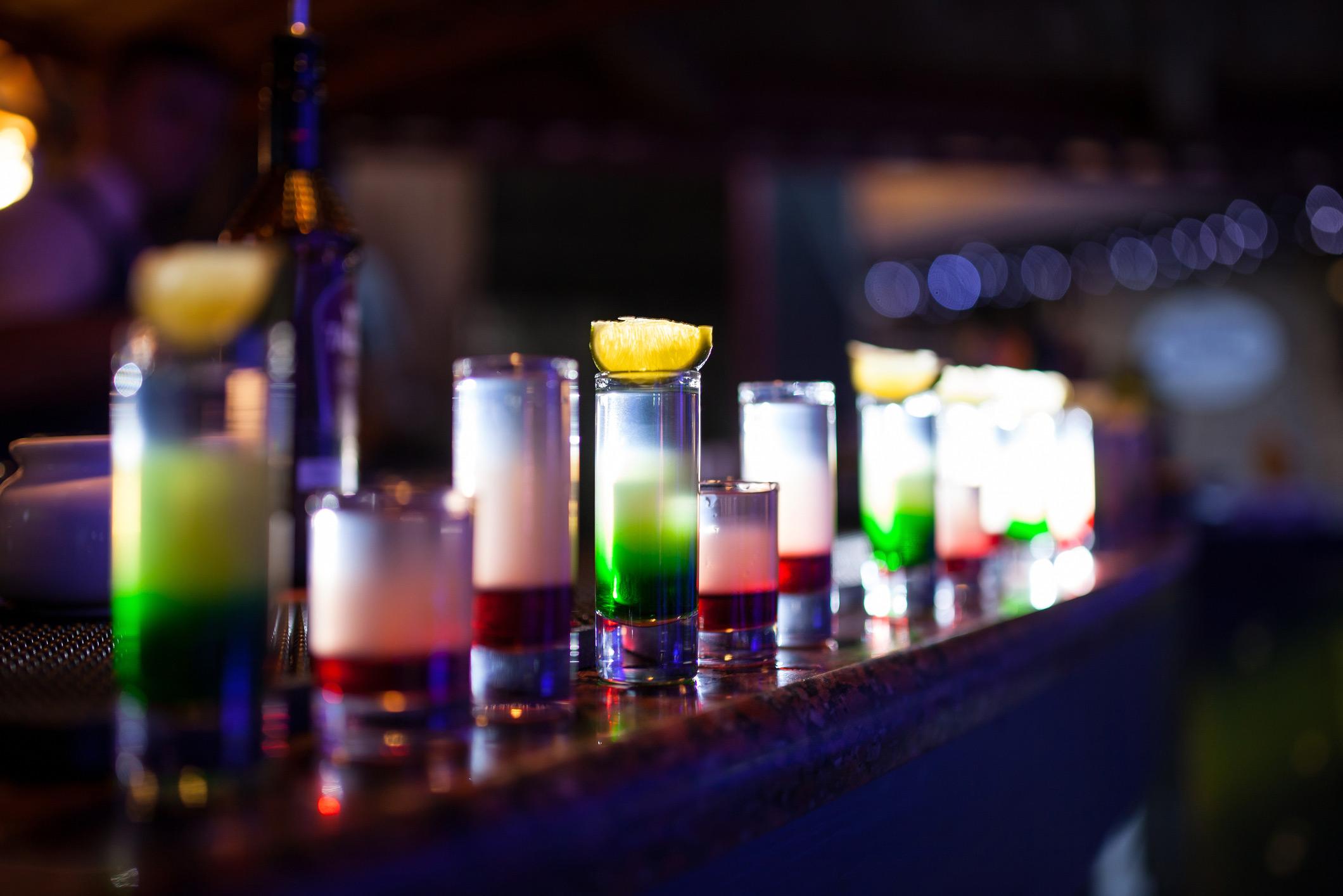 https://cf.ltkcdn.net/cocktails/images/orig/219564-2120x1414-line-up-of-shots-on-bar.jpg
