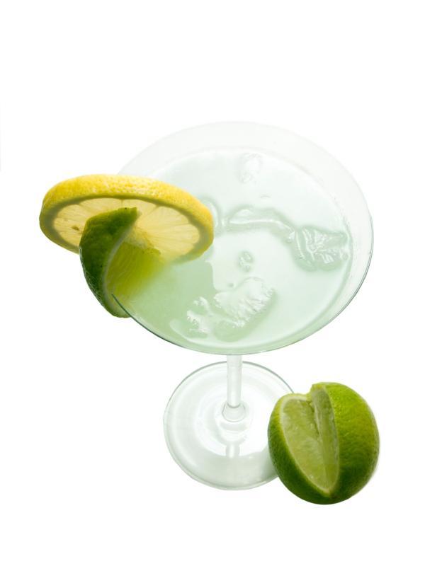 https://cf.ltkcdn.net/cocktails/images/slide/108301-600x800-Kamikaze_in_a_cocktail_glass.jpg