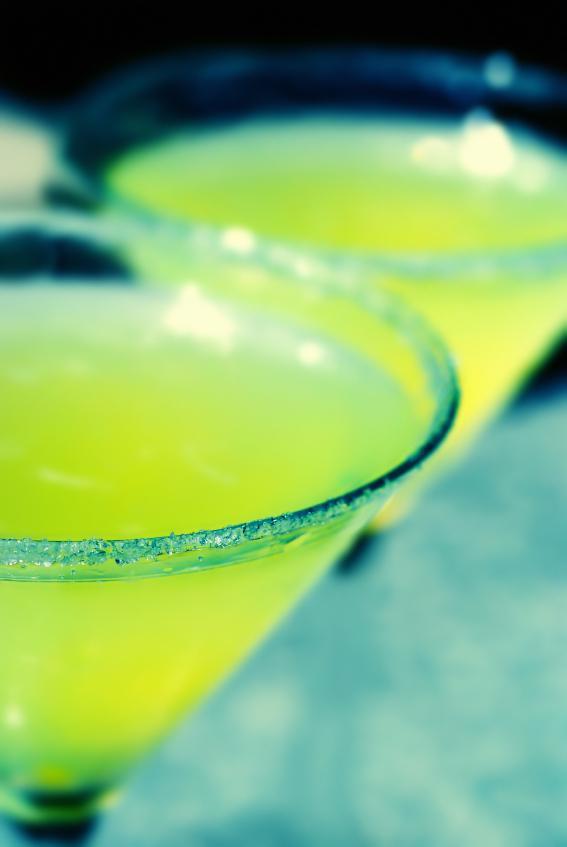 https://cf.ltkcdn.net/cocktails/images/slide/108303-567x847-Lemon_Drop.jpg