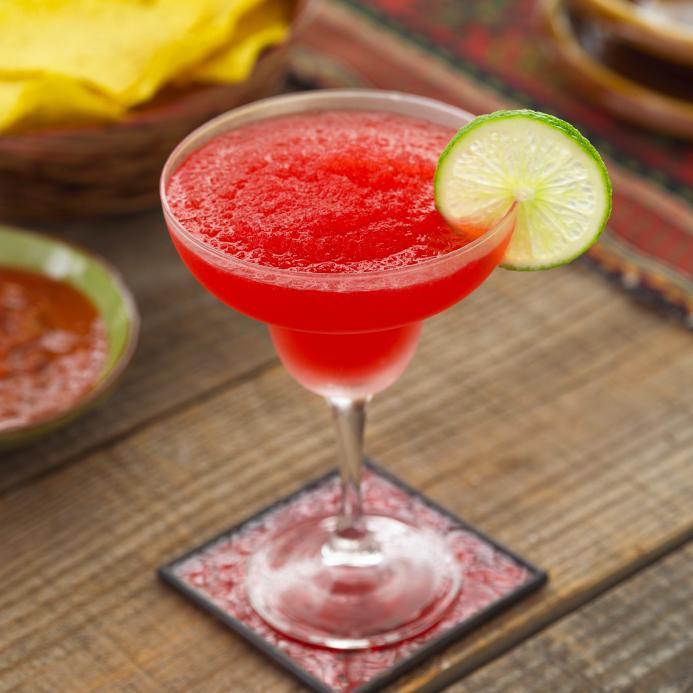 https://cf.ltkcdn.net/cocktails/images/slide/108363-693x693-Strawberry_Margarita.jpg