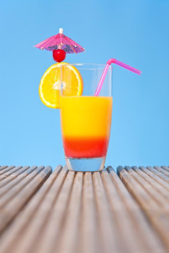 https://cf.ltkcdn.net/cocktails/images/slide/108368-566x848-Tequilasunrise.jpg