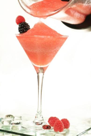 https://cf.ltkcdn.net/cocktails/images/slide/108401-389x580-Raspberry.jpg