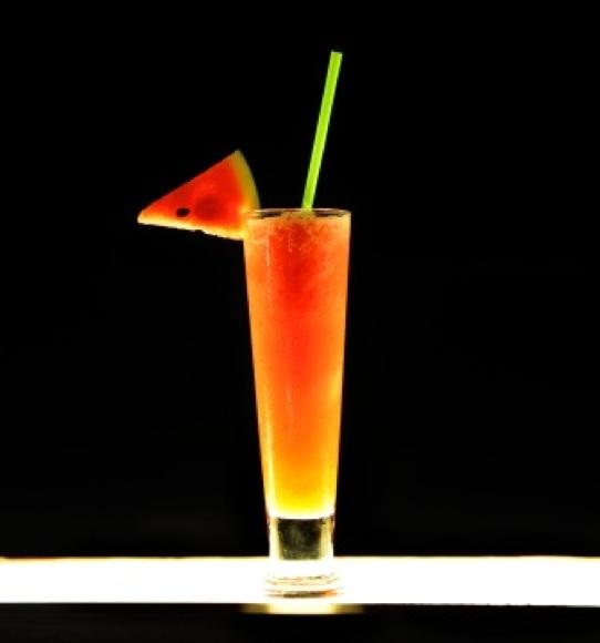 https://cf.ltkcdn.net/cocktails/images/slide/108402-542x580-Watermelon.jpg