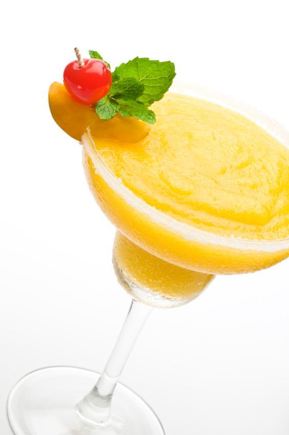 https://cf.ltkcdn.net/cocktails/images/slide/108417-565x850-Frozen_peach_Daiquiri.jpg