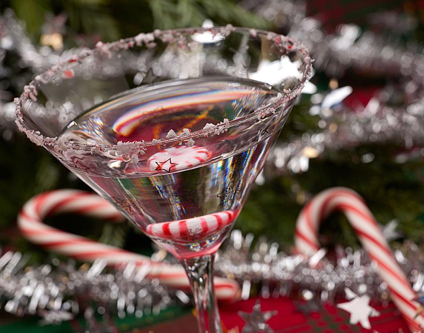 https://cf.ltkcdn.net/cocktails/images/slide/182930-850x668-candy-cane-martini.jpg