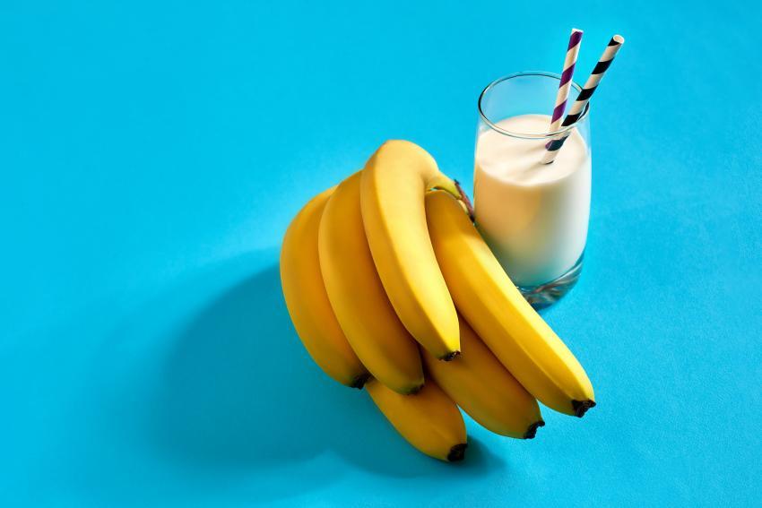 https://cf.ltkcdn.net/cocktails/images/slide/251456-850x567-frozen-banana.jpg