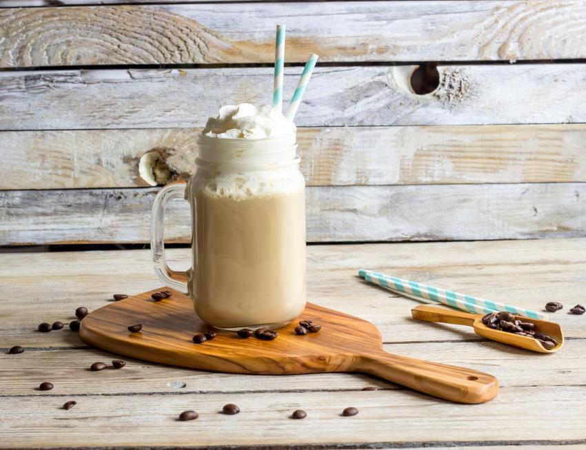 https://cf.ltkcdn.net/cocktails/images/slide/251457-850x653-irish-coffee-shake.jpg