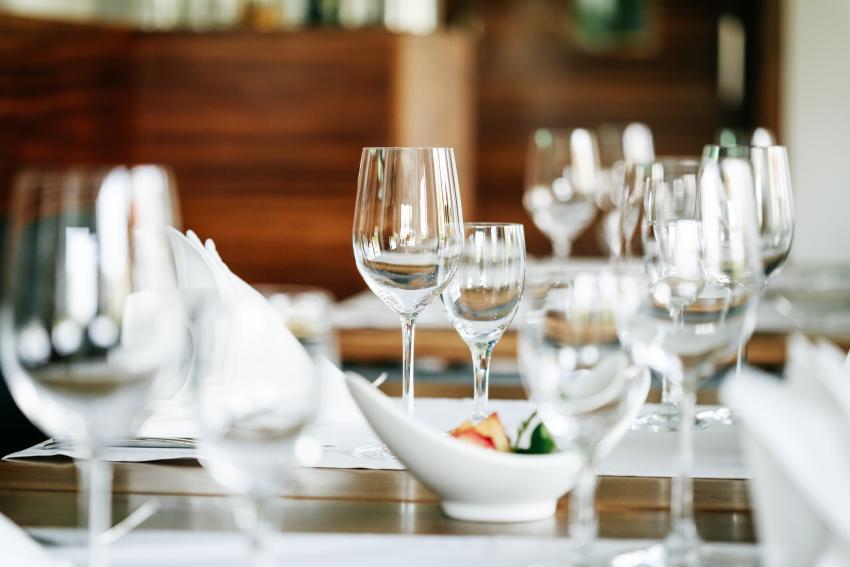https://cf.ltkcdn.net/cocktails/images/slide/252255-850x567-wine-glasses.jpg