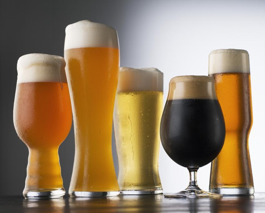 https://cf.ltkcdn.net/cocktails/images/slide/252256-850x685-beer-glasses.jpg